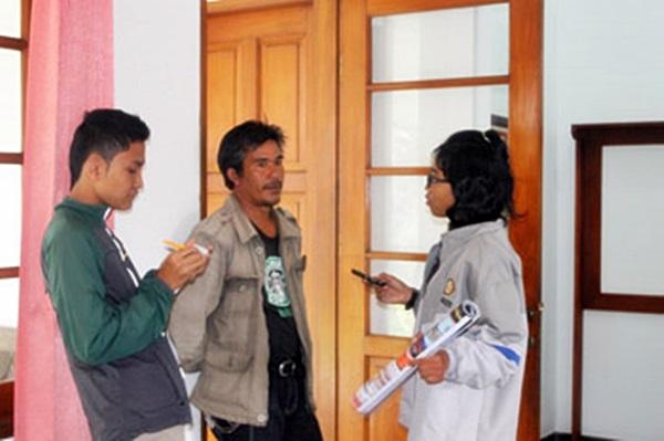 Jajang Ujat (tengah), penjaga bekas rumah Inggit Garnasih. Agung Gunawan Sutrisna/JUMPAONLINE