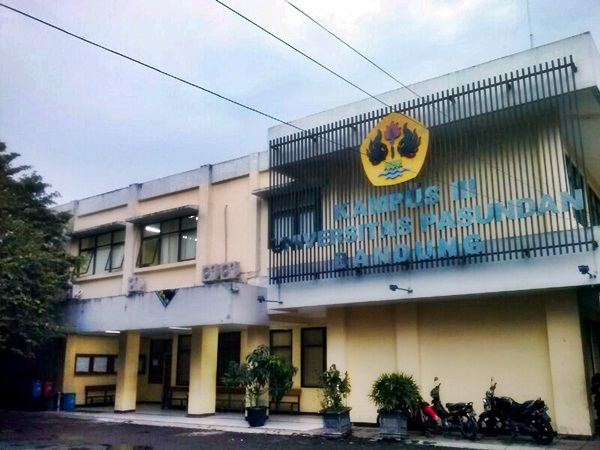 Kampus III Unpas yang terletak di Jl. Wartawan IV No. 22 Bandung. (Sudury Septa Mardiah/JUMPAONLINE)