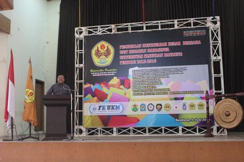 Wakil Rektor III Unpas, Deden Ramdan saat memberikan sambutan sekaligus membuka Musyawarah Besar UKM Unpas di Aula Tamansari, Kamis, 5 Juni 2014. (TARUNA PRIMA/Jumpaonline)