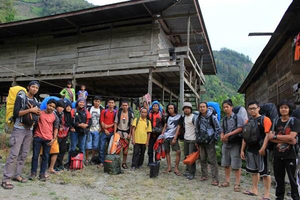 Tim Mapak Alam South Celebes Exploration sedang mengabadikan momen di Sulawesi Selatan. (facebook)