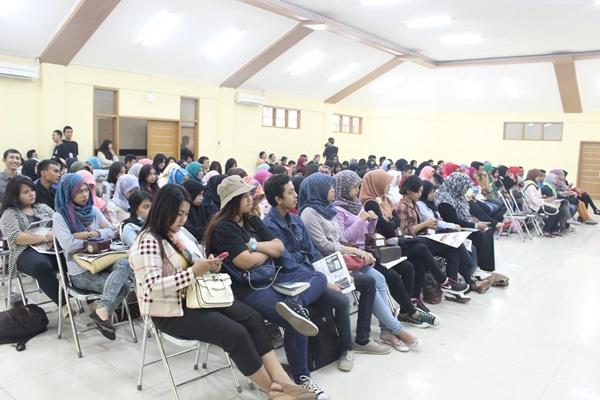 Peserta Bedah Buku memadati Aula Suradiredja Unpas Lengkong sebanyak 157 orang mahasiswa yang berasal dari berbagai jurusan. (Nabila Ghina F/JUMPAONLINE)