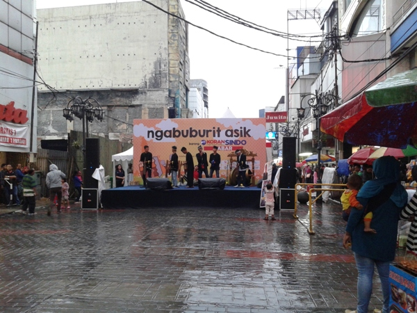 Penampilan alat musik calung dari SMAN 1 Katapang pada acara Ngabuburit Asik Bareng Koran Sindo Jabar, Selasa 16 Juni 2016.